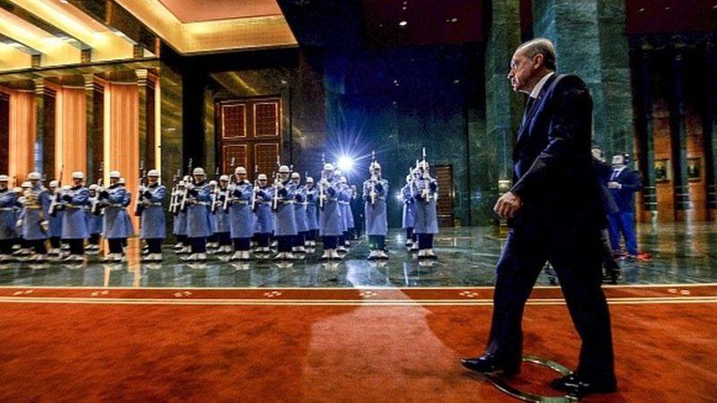 Economist, Sedat Peker'in videolarını haberleştirdi: 'Hem Erdoğan'ın imajı hem de Türkiye'nin ekonomisi darbe alıyor'