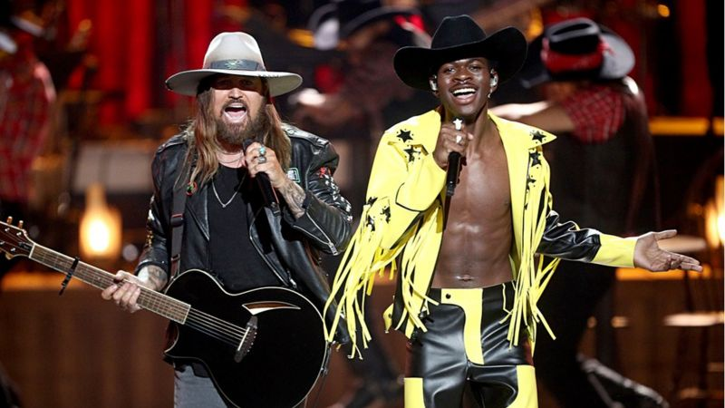 Lil Nas X singing with Billy Ray Cyrus