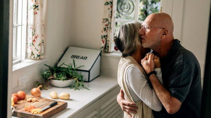 Если любовь - это химический процесс, то в состоянии ли мы поддерживать его до конца нашей жизни?