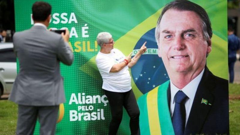 Cartaz com partido de Bolsonaro