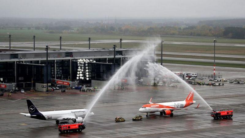 В Берлине открылся новый аэропорт. На девять лет позже срока