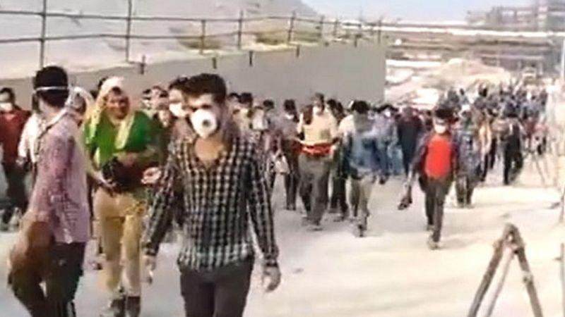گسترش اعتصاب کارگران نفت به شهرهای مختلف ایران؛ اخراج '۷۰۰ کارگر معترض'
