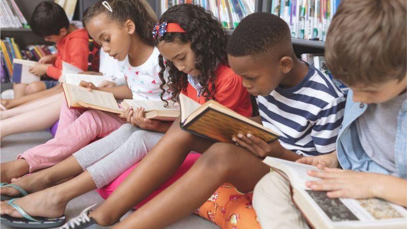 Children-sat-floor-reading.