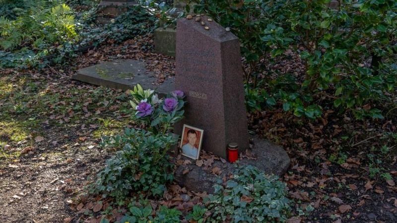 Александр Литвиненко похоронен на Хайгейтском кладбище в северном Лондоне