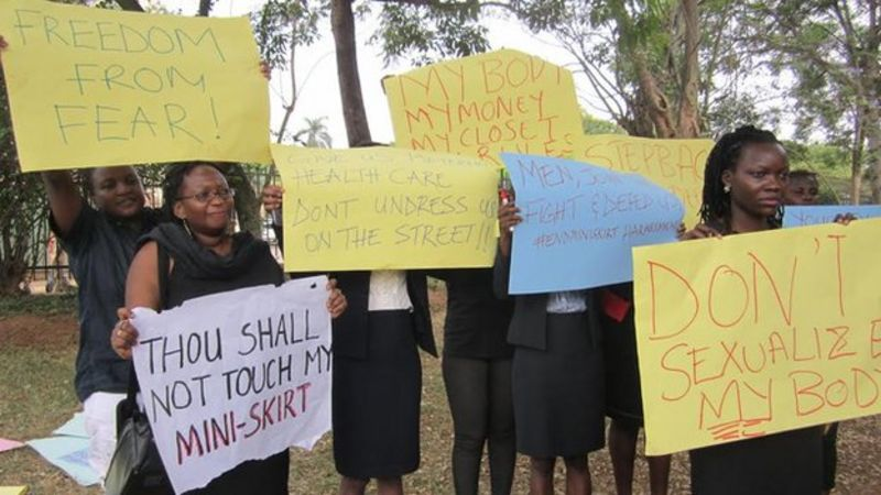 Uganda miniskirt ban: Police stop protest march - BBC News