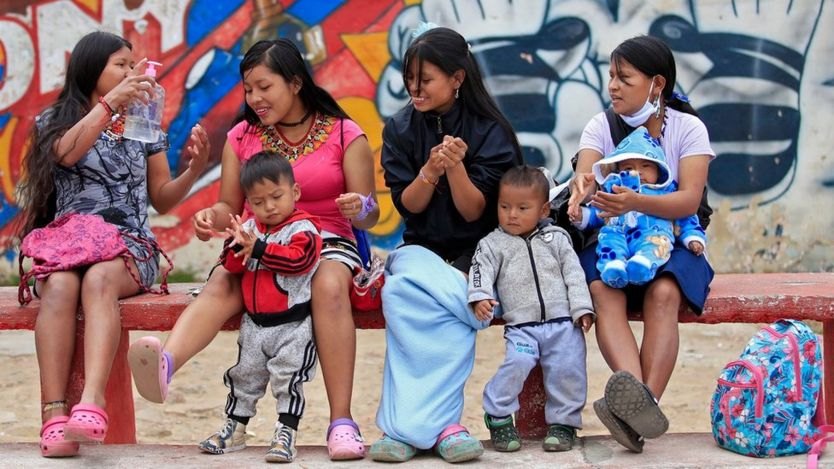 Женщины с детьми в Боготе