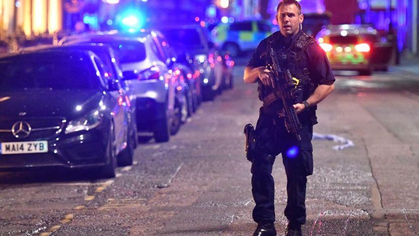 Cảnh sát có vũ trang xuất hiện
