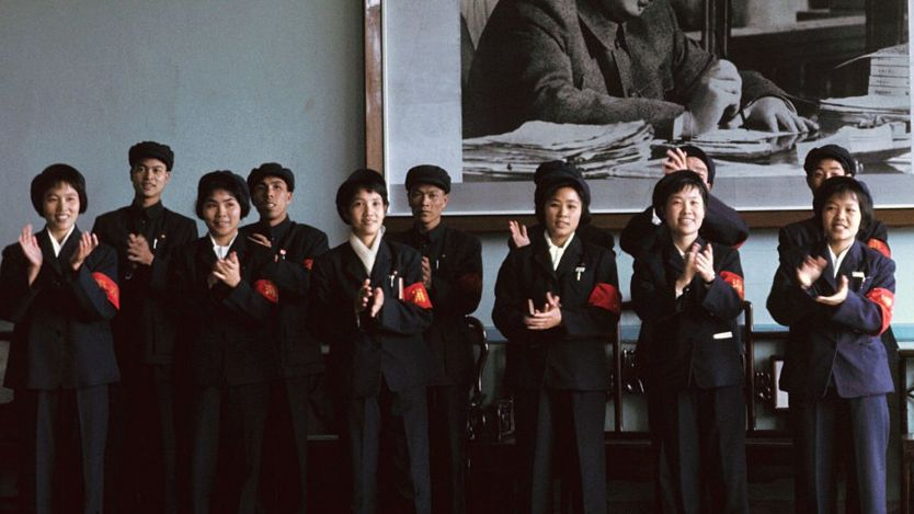 Red Guards applauding in front of Mao Zedong's portrait