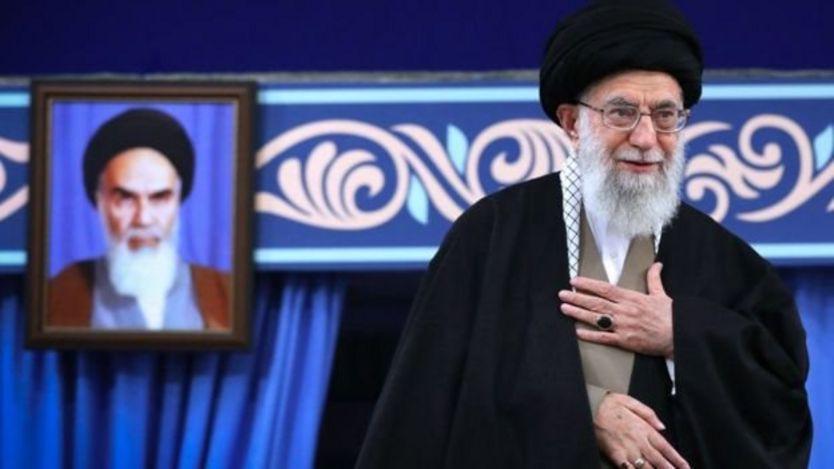 """به گفته حسن روحانی، آیت الله خامنه ای از او خواسته """"فرمانده جنگ اقتصادی"""" در برابر آمریکا باشد"""