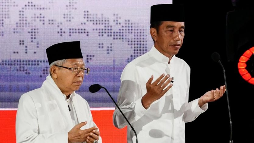Presidential candidate Joko Widodo (R) and his vice Maruf Amin (L)