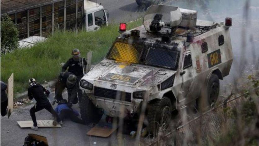 Người biểu tình và lực lượng Phòng vệ quốc gia