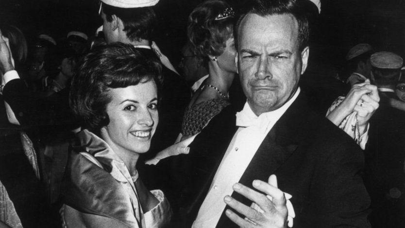 Richard Feynman dançando com sua mulher depois de receber o Nobel