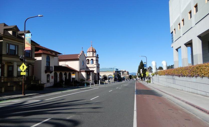 Đường Bancroft ở thành phố đại học Berkeley trưa ngày thứ Năm 2/4