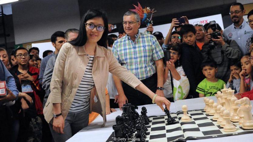 Hou khai mạc giải đấu cờ vua tại một ga tàu điện ngầm ở Mexico City vào năm 2017.