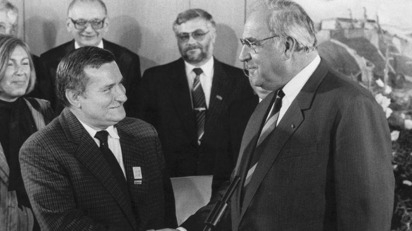 Thủ tướng Helmut Kohl (trái) đón nhà đấu tranh Ba Lan, Lech Walesa ở Bonn năm 1989