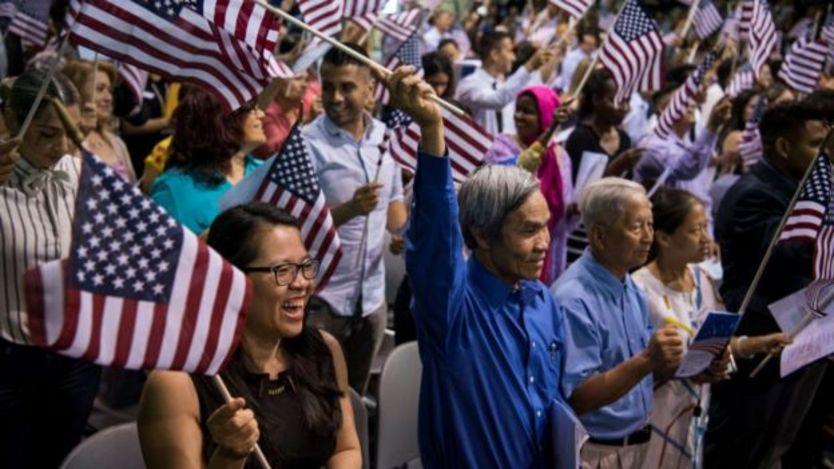 Người Mỹ gốc Việt tại một buổi lễ nhập tịch Hoa Kỳ hồi tháng 7/2018