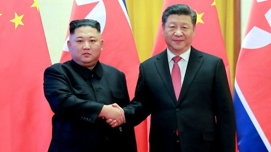 Kim Jong-un and Xi Jinping shakes hands in Beijing (Jan 2019)