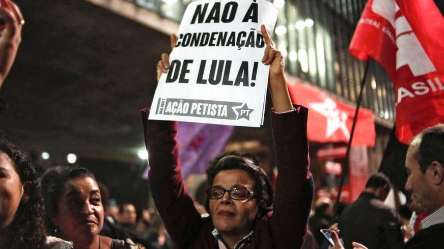 Manifestante em ato pró-Lula na avenida Paulista