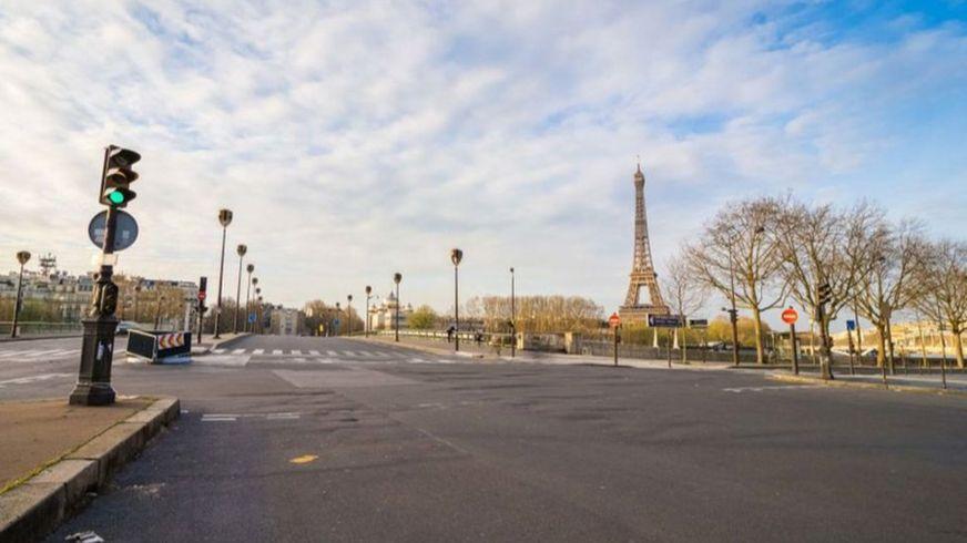 Пустые улицы в Париже