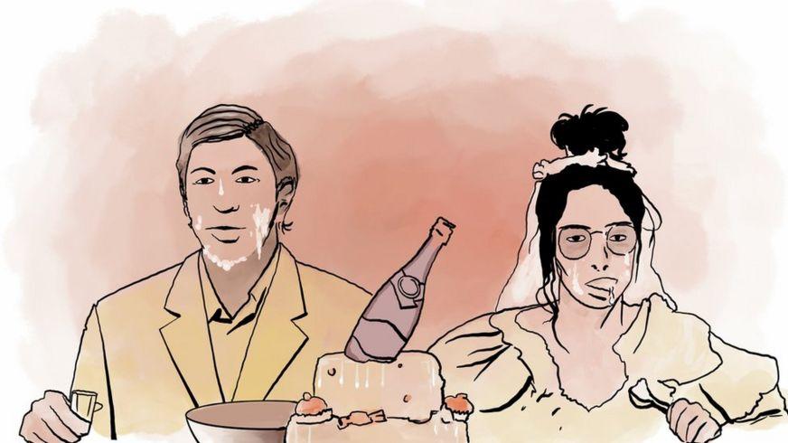 """Спектакль """"Свадьба"""", где за праздничным столом все в креме от торта сидят жених и невеста"""
