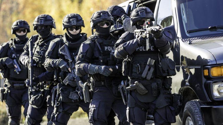 Policías del equipo SWAT.