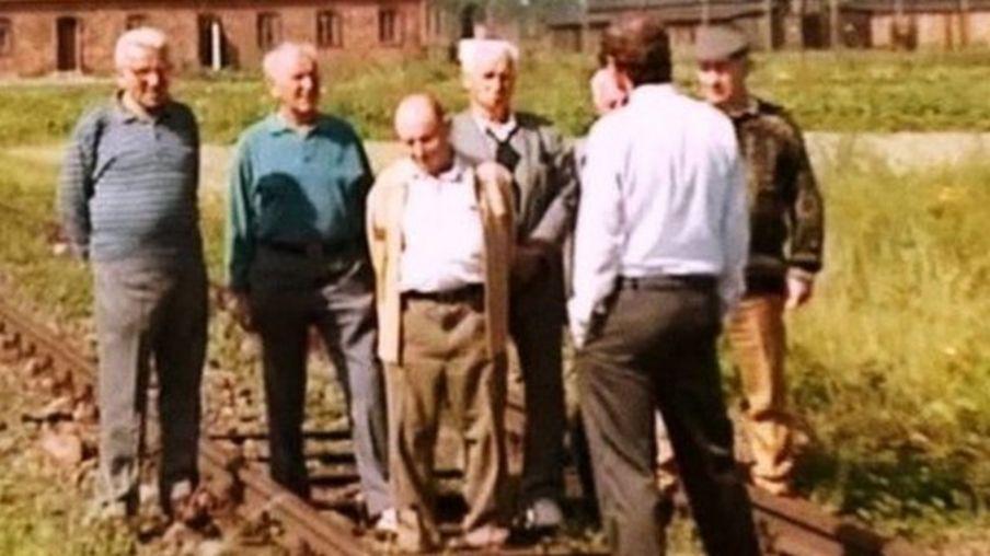 1993年,格雷夫带着7名定居在以色列的前纳粹集中营囚犯特遣队成员和他们的家属重返奥斯威辛,在那里记录了他们的回忆和证词