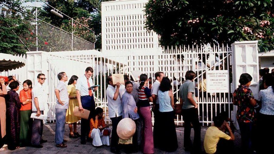 Ảnh ngày 1/4/1975: Người Sài Gòn tìm cách ra đi