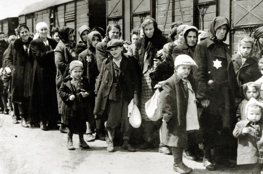 1944年5月2日到7月9日,至少43万匈牙利犹太人被押送到波兰的奥斯威辛集中营。
