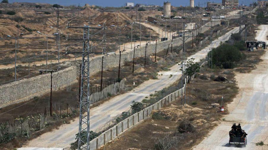مصر تشيد جدارا خرسانيا على الحدود مع قطاع غزة