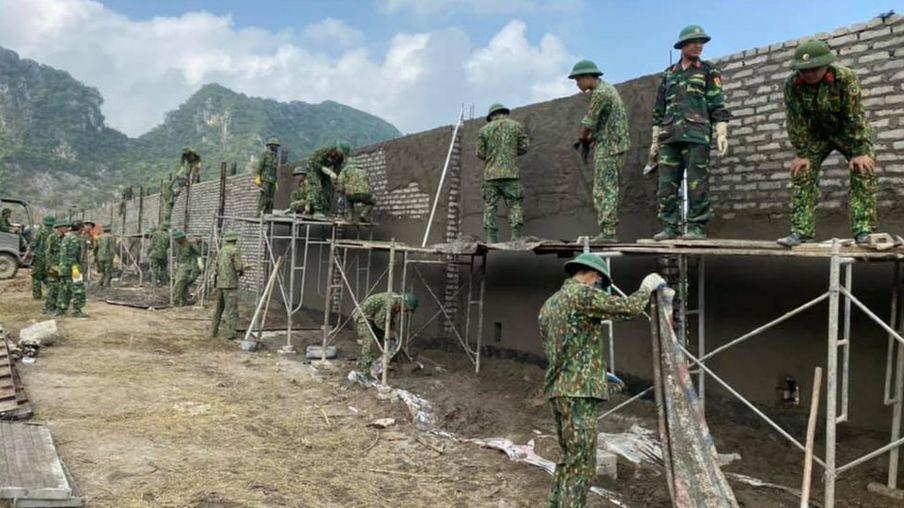 Hàng rào sân bay Miếu Môn đang được Bộ Quốc phòng VN xây dựng - nguyên nhân khiến bốn người bỏ mạng trong vụ công an tấn công làng hoành rạng sáng 9/1