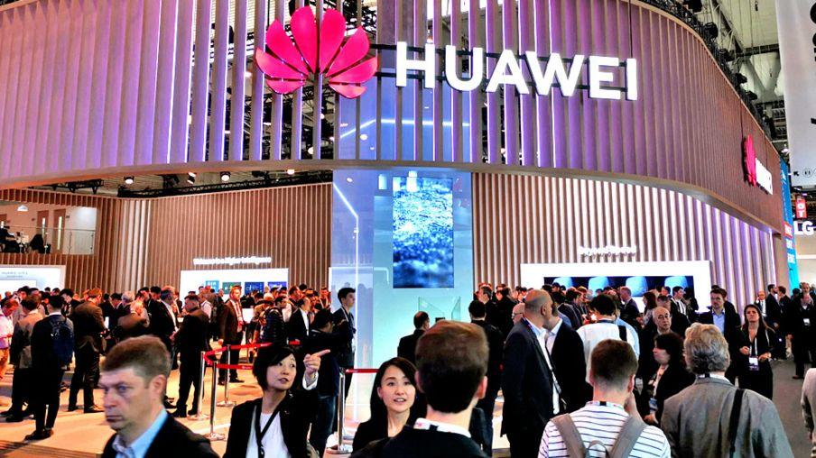Huawei se potpisuje na konferenciji