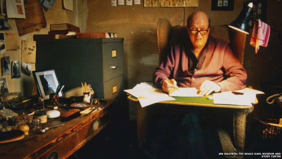 Photo of Roald Dahl in his hut in 1990.