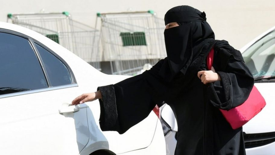 A Saudi woman wearing a Niqab gets into a taxi at a mall in Riyadh as a grassroots campaign planned to call for an end to the driving ban for women in Saudi Arabia on October 26, 2014.