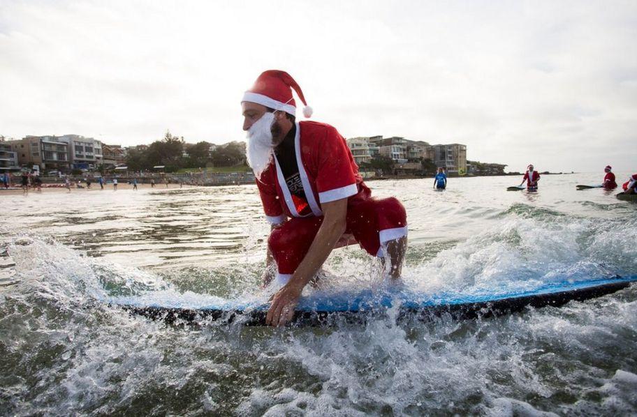 Christmas In Australia Santa.Surfing Santas Set World Record In Australia Cbbc Newsround