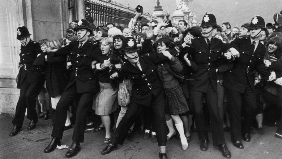 The Beatles v BTS: How do these supergroups compare? - CBBC Newsround