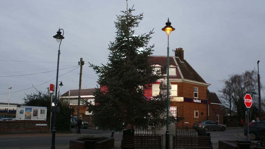 Kent Christmas.The Kent Christmas Tree That Can T Be Taken Down Cbbc