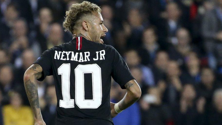 Neymar Gets Spiderman And Batman Tattooed On His Back Cbbc Newsround