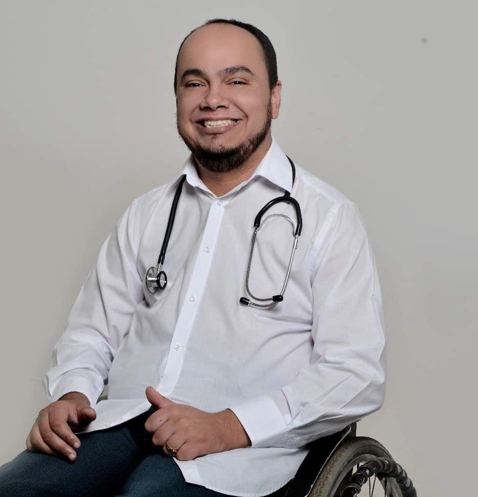 Novo Código de Ética mira preconceito contra médicos com deficiência: 'Achavam que a Medicina não era mais para mim'