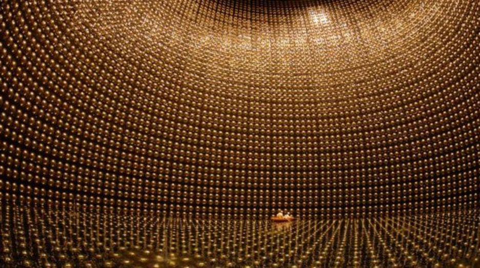 เครื่องมือตรวจจับอนุภาคนิวทริโน Super-Kamiokande ที่จังหวัดกิฟุของญี่ปุ่น