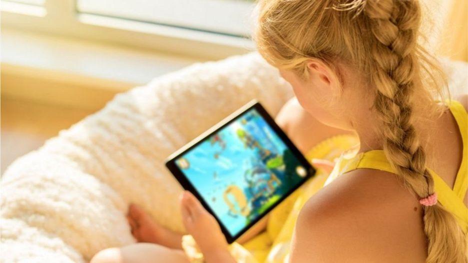 منع الأطفال من استخدام الأجهزة الذكية وقت العشاء ووقت النوم