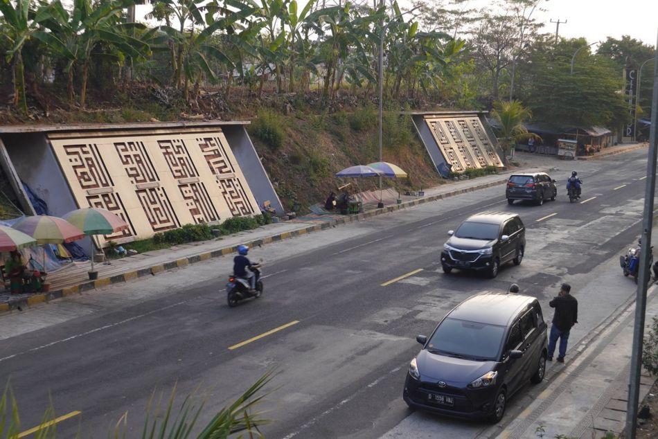 Tugu Asmaul Husna di perbatasan Cianjur dan Bandung