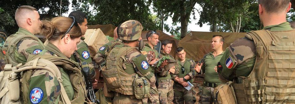 Team briefing for French troops before getting out on patrol in Bangui