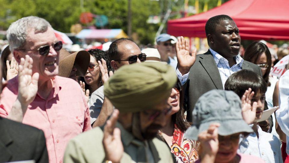 Nuevos ciudadanos de Canadá hacen su juramento