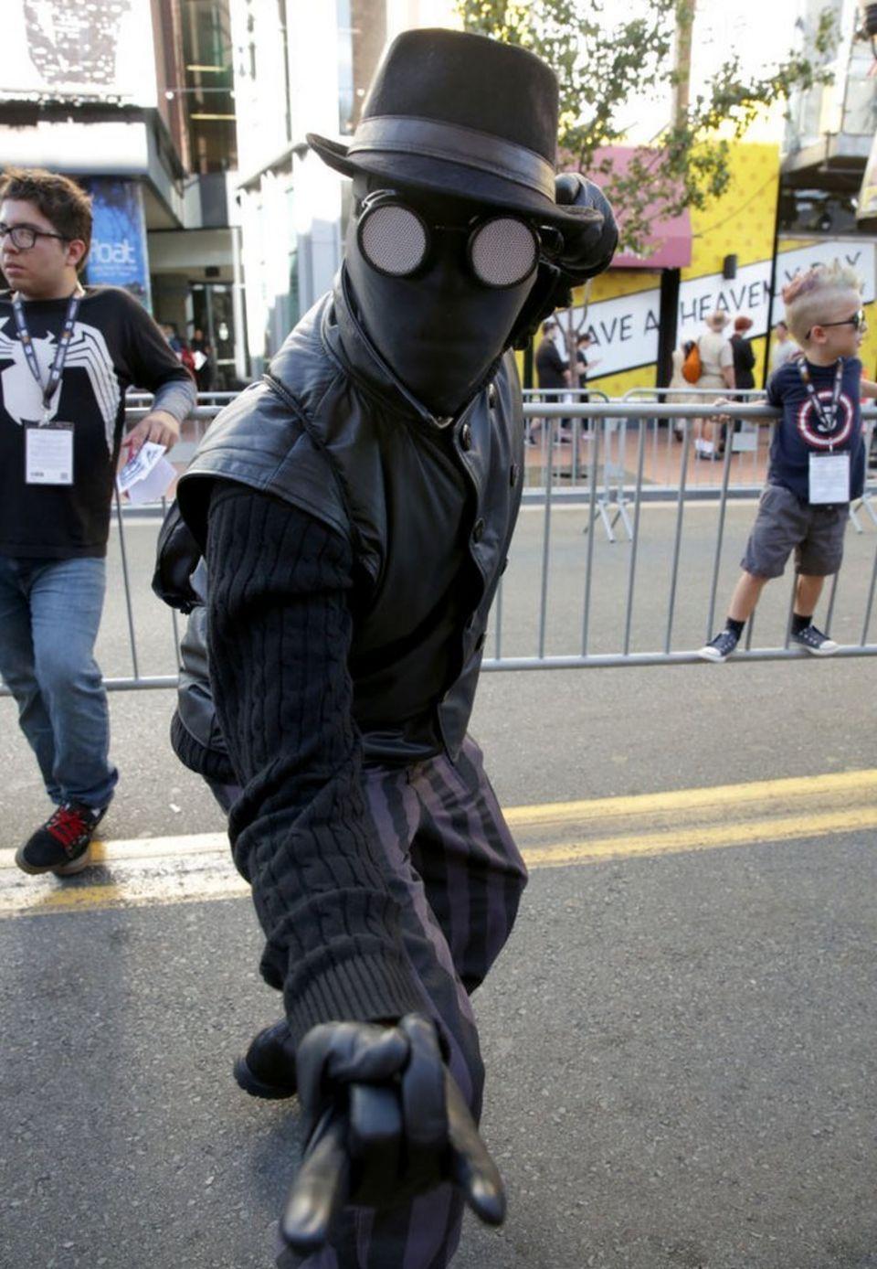 Spider-Man-noir-costume.