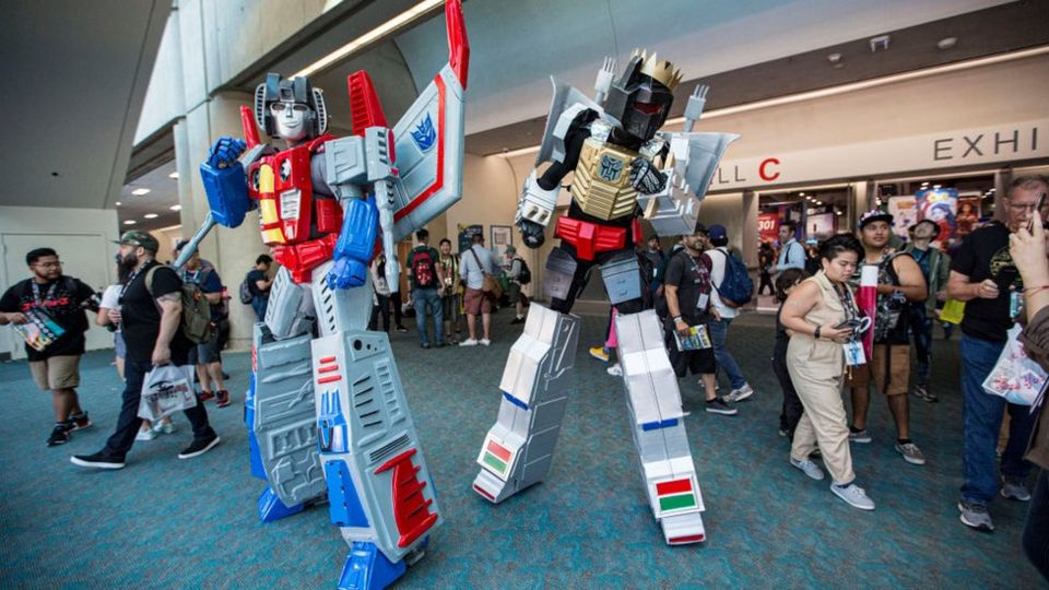 Transformers-costumes-at-Comic-Con.