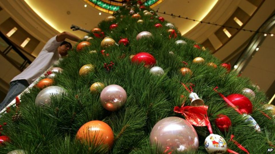 christmas tree decorations in a shopping mall - How Christmas Started