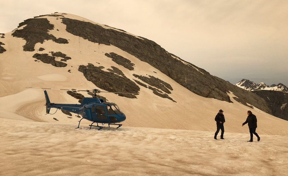 Australian tourist Rey photographed mountain snow turned brown by dust