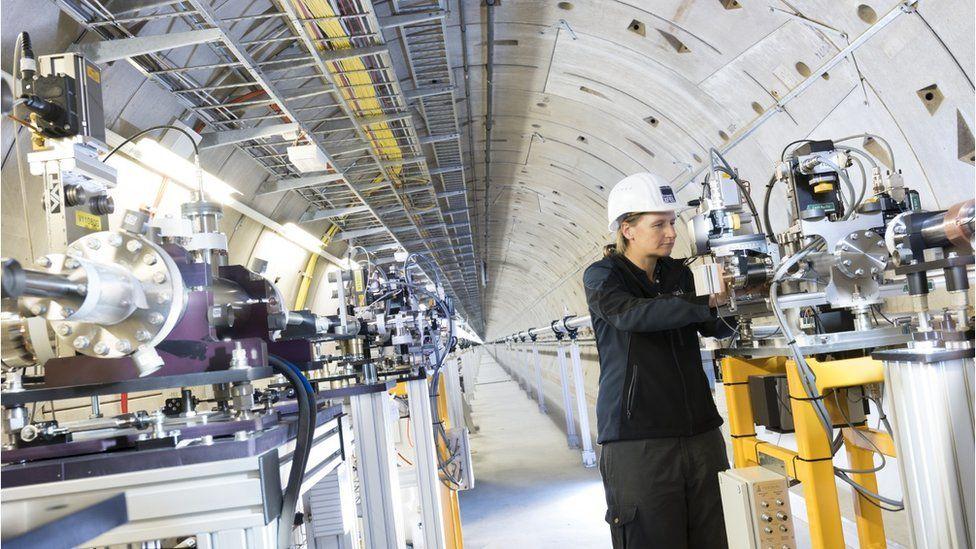Beamline installations in the photon tunnel XTD9