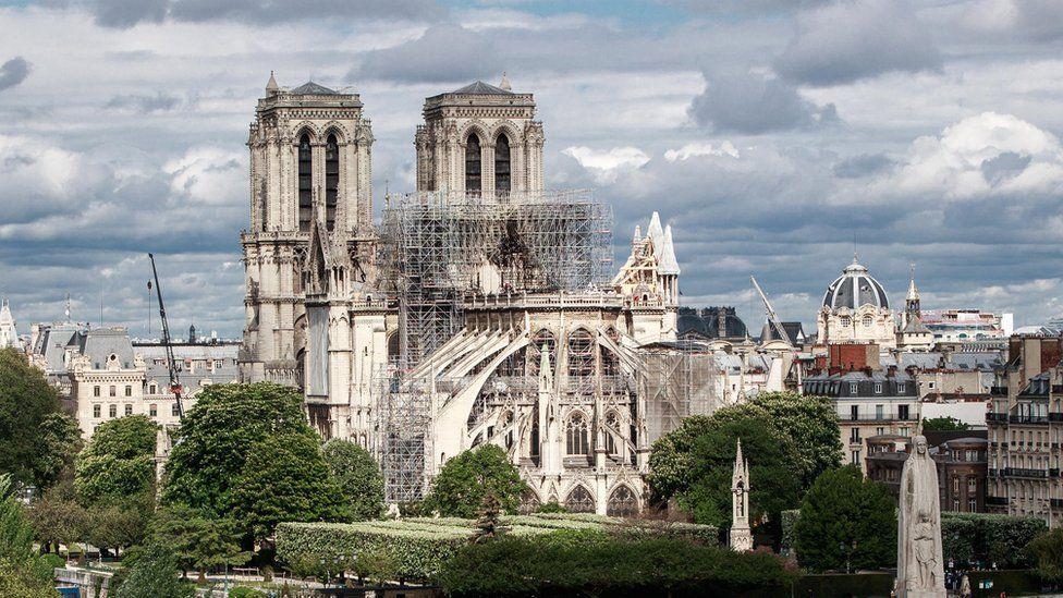 Estão doando dinheiro demais para reconstruir Notre-Dame?