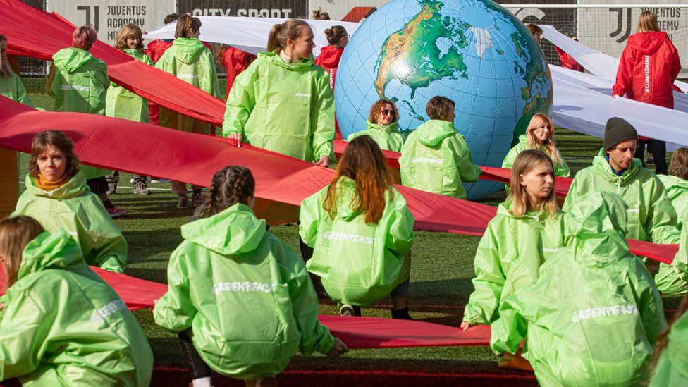 Greenpeace activists protest on 27 September outside government buildings in Moscow